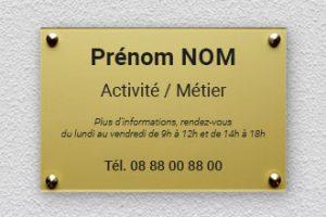 5 avantages d'avoir des plaques nominatives sur le lieu de travail